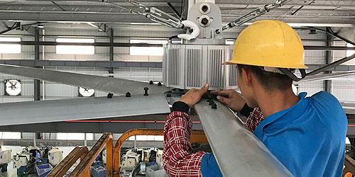 工业大风扇安装人员